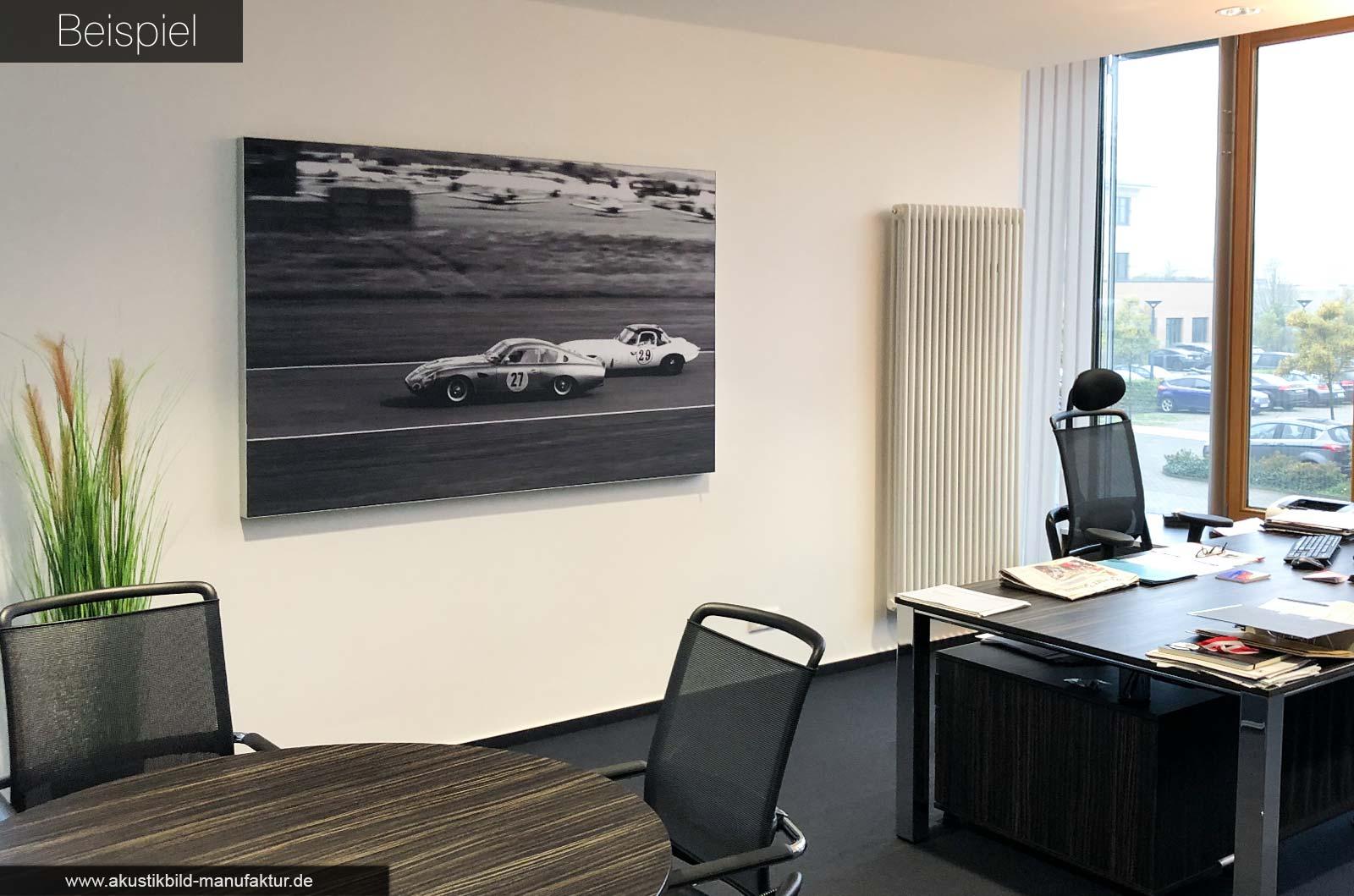 Akustikbild mit Motiv Oldtimer Autorennen im Chefbüro