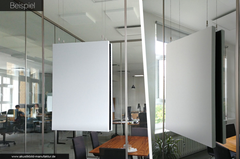 Schallabsorbierende Bilder vor Glaswand im Meeting-Raum