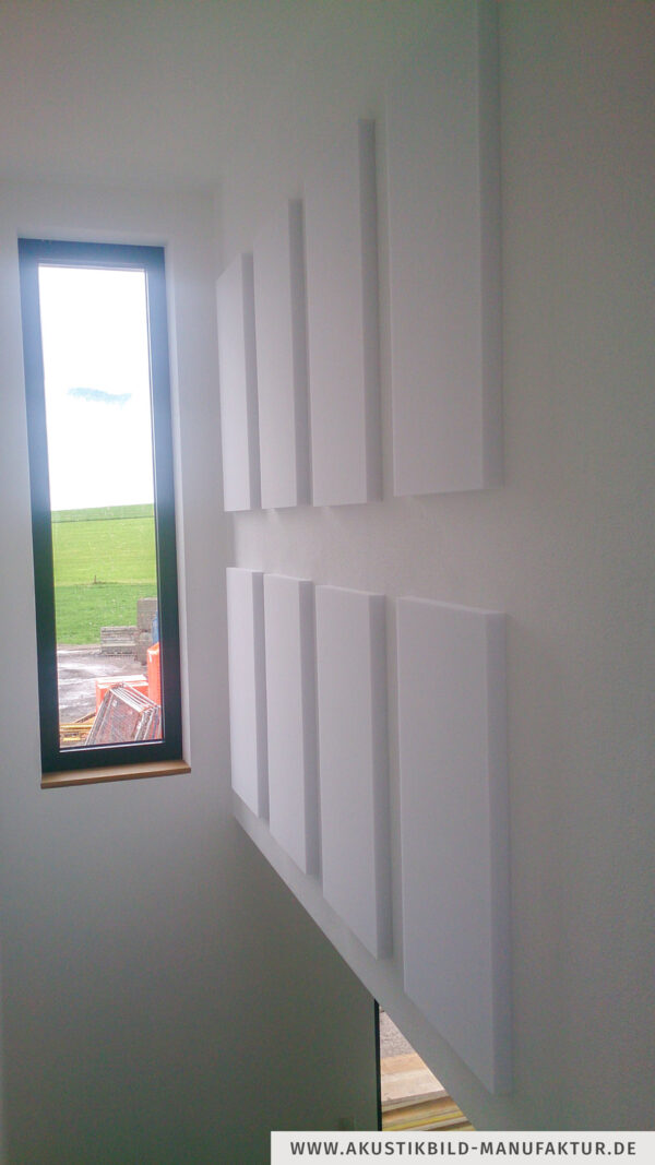 5 cm dicke Absorberplatten (100 x 50 cm) in Treppenaufgang verklebt