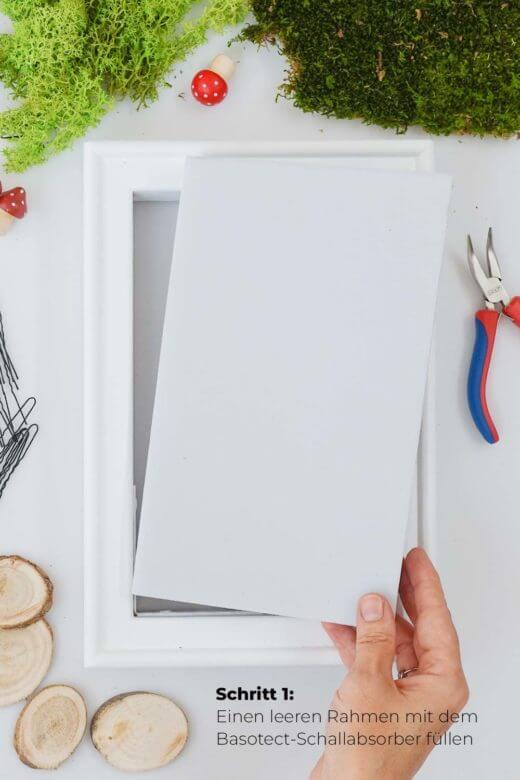 Moosbild DIY Schritt 1: Basotect in den Rahmen einfügen
