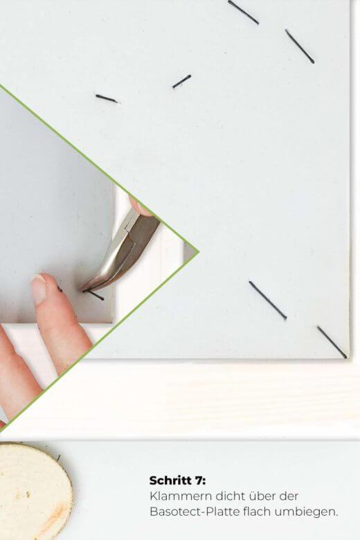 Moosbild DIY Schritt 7 Klammern verankern