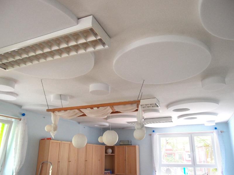 Schallschutz in Kita mit Schallabsorberplatten an der Decke
